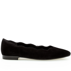 Gabor Scallop Edge Suede Pumps - Black