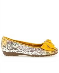 Gabor Snake Print Pumps With Bow - Yellow