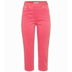 Brax 'Pamona' Pull-On Capri Cotton Trousers - Apricot